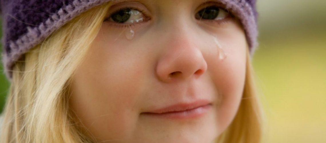crying-572342_1920